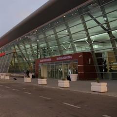 Український авіалайнер жорстко приземлився на високій швидкості у Тбілісі
