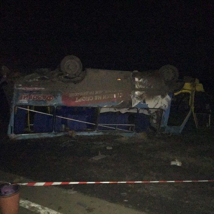 На Херсонщині вантажівка влетіла в автобус з пасажирами (фото)