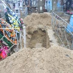 На Рівненщині син розкопав могилу матері, бо вона приходила до нього уві сні