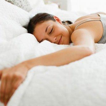 5 речей, які варто зробити ввечері, щоб виглядати відмінно зранку