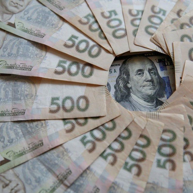 Гривня стабільно росте на міжбанку