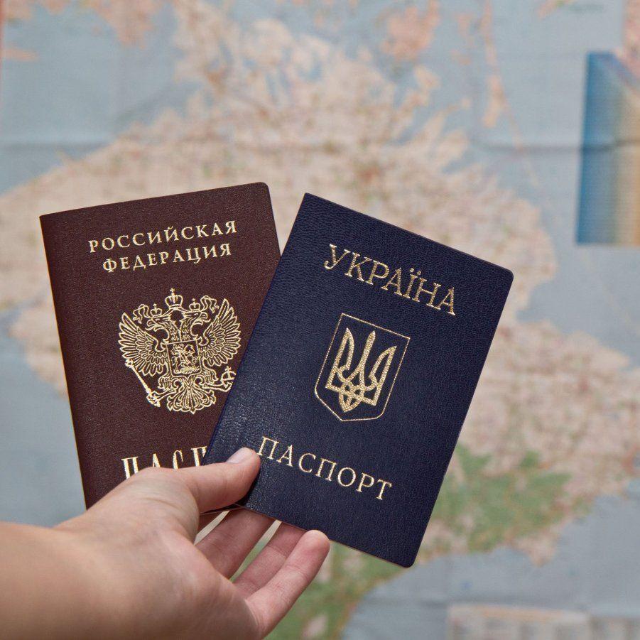 Вибори «на носі»: в окупованому Криму українцям примусово видають українські паспорти