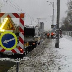 Вночі столичні вулиці розчищали від снігу 270 одиниць техніки та 29 бригад «Київавтодору» (фото)