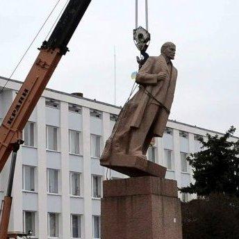 Декомунізація в Україні фактично завершена, – В'ятрович