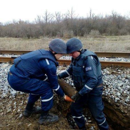 На Одещині під залізничною колією знайшли артилерійські снаряди (фото)