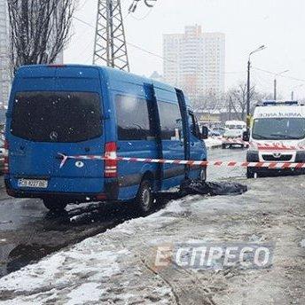 В Києві у черзі на маршрутку вбили чоловіка (фото 18+)
