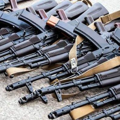 На руках у громадян України тільки офіційно є 883 тисячі «стволів»