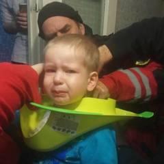 Хлопчик натягнув сидіння дитячого туалету на голову. Викликали рятувальників (фото)