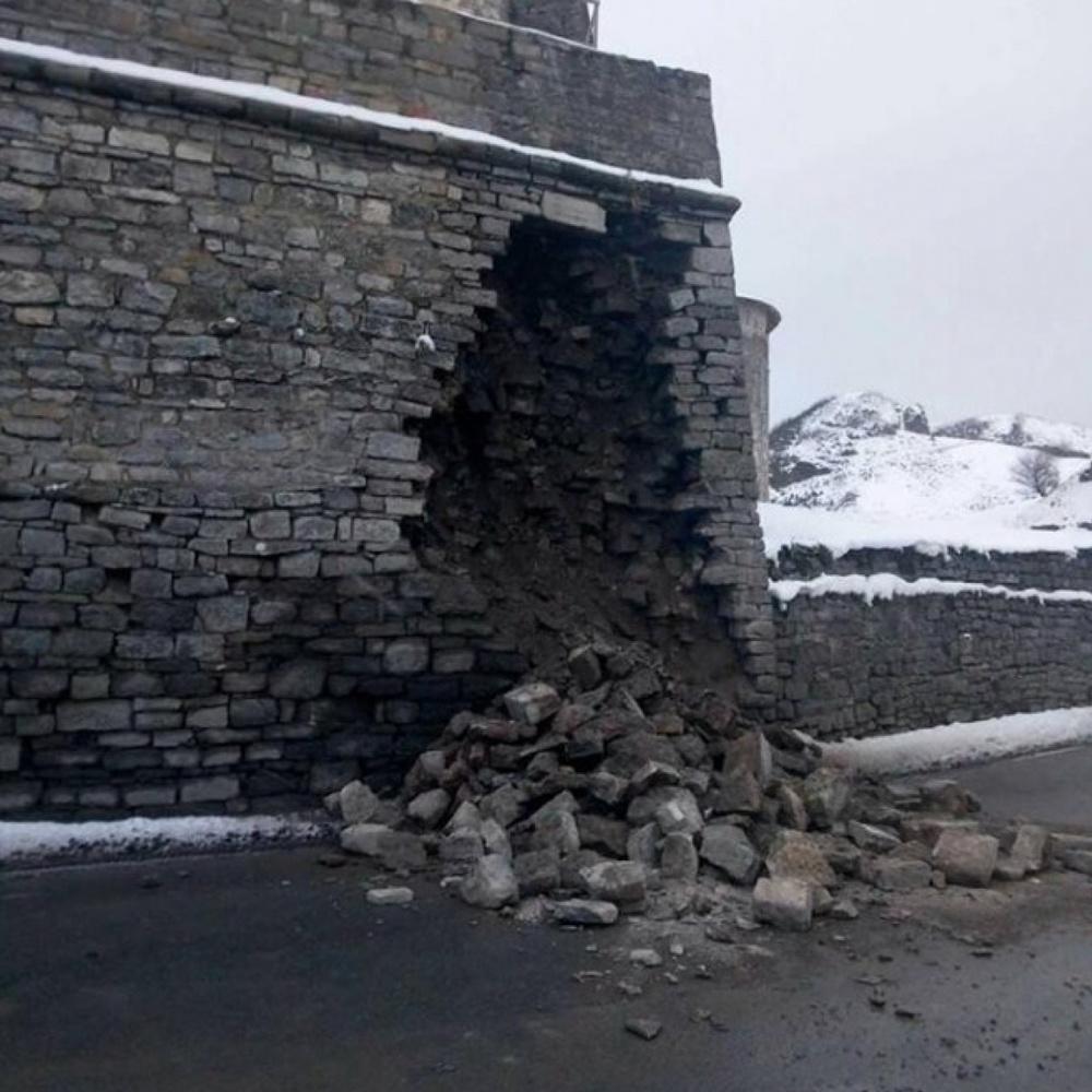 У Кам'янці-Подільському обвалилася частина стіни знаменитої фортеці