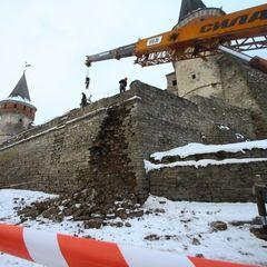 Частину стіни Кам'янець-Подільської фортеці розбирають через обвал