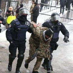 Біля суду, де відбувалось засідання у справі мера Одеси, затримано 30 осіб (фото)
