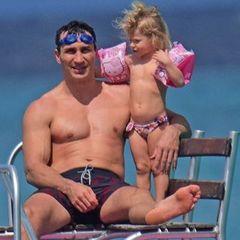 Володимир Кличко з дружиною та донькою провели день Валентина на Барбадосі (фото)