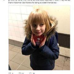 В Нью-Йорку у день Святого Валентина машиніст метро зупинив потяг, щоб подарувати коробку цукерок 5-річній дівчинці (фото)