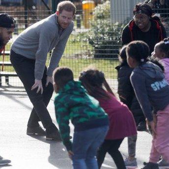 Принц Гаррі провів зарядку для дітей (фото)