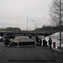 ДТП під Києвом: перекинувся автобус із військовими (фото)