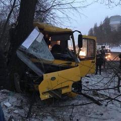 ДТП за участі двох маршруток у Києві: двоє людей у критичному стані (фото)