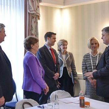 Порошенко обговорив із представниками Конгресу США надання летальної зброї Україні і деокупацію Криму