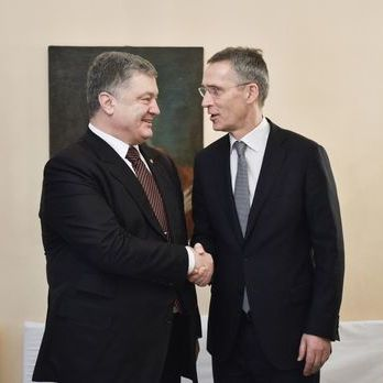 Порошенко обговорив із Столтенбергом перспективи посилення взаємодії України з НАТО