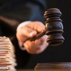 Суд обрав запобіжний захід чоловіку, який розтрощив сокирою 13 авто