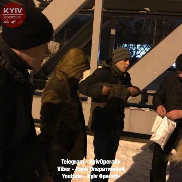 Троє українців накинулися з кулаками на поляка на вокзалі у Києві