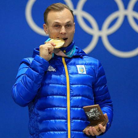 Слухав гімн з рукою на серці: як Олександрові Абраменку вручали золоту медаль (фото)