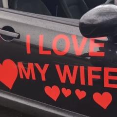 Краще б набір для гоління: дружина заклеїла машину чоловіка своїми фото (відео)