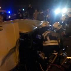 ДТП у Києві: водія затиснуло в автомобілі (фото)