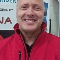 У Великобританії інструктор зі скайдайвінгу врятував життя своєму учневі в повітрі та загинув