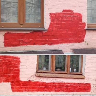 У Києві комунальники майже непомітно замаскували графіті (фото)