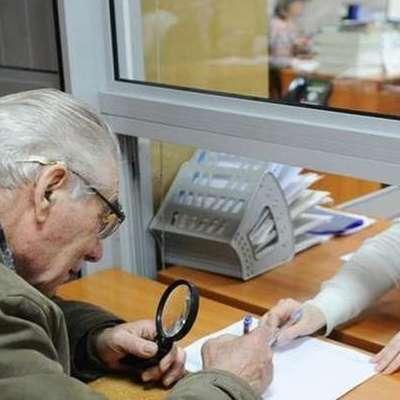 Українці зможуть отримувати пенсії та соцвиплати в приватних банках