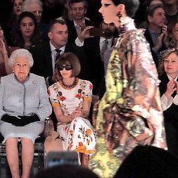 Єлизавета ІІ вперше вибралася на Лондонський тиждень моди (фото)