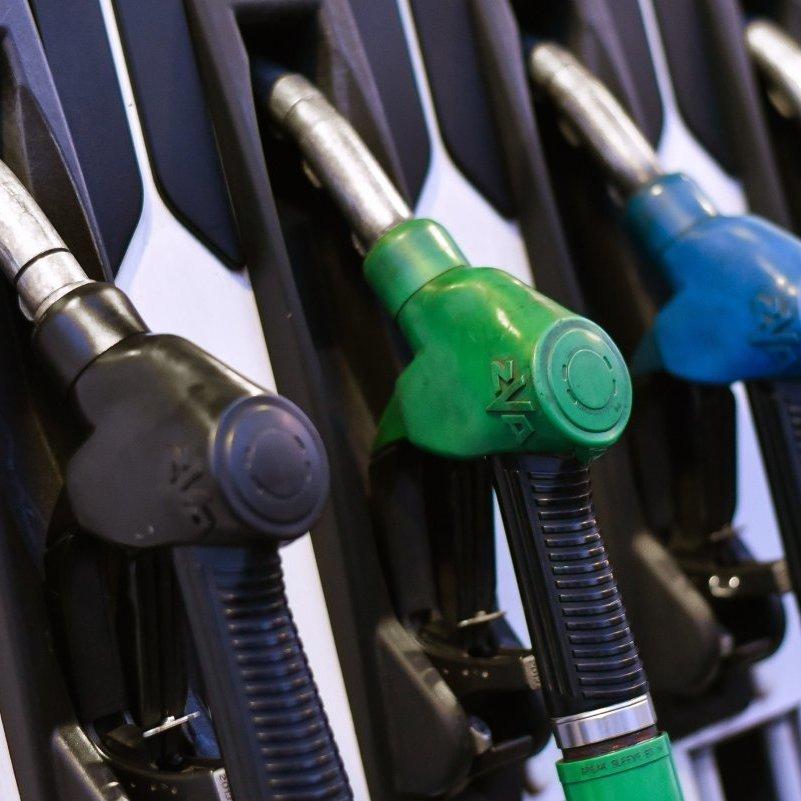 В Україні й надалі продовжує падати вартість пального