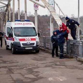 У Дніпрі поліцейські врятували жінку від спроби скоїти самогубство