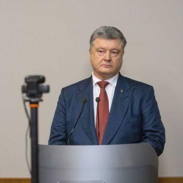 Захоплення Криму і стосунки з Януковичем: версія Порошенка в суді