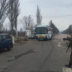 У Донецькій області на блокпості загорівся автобус з пасажирами