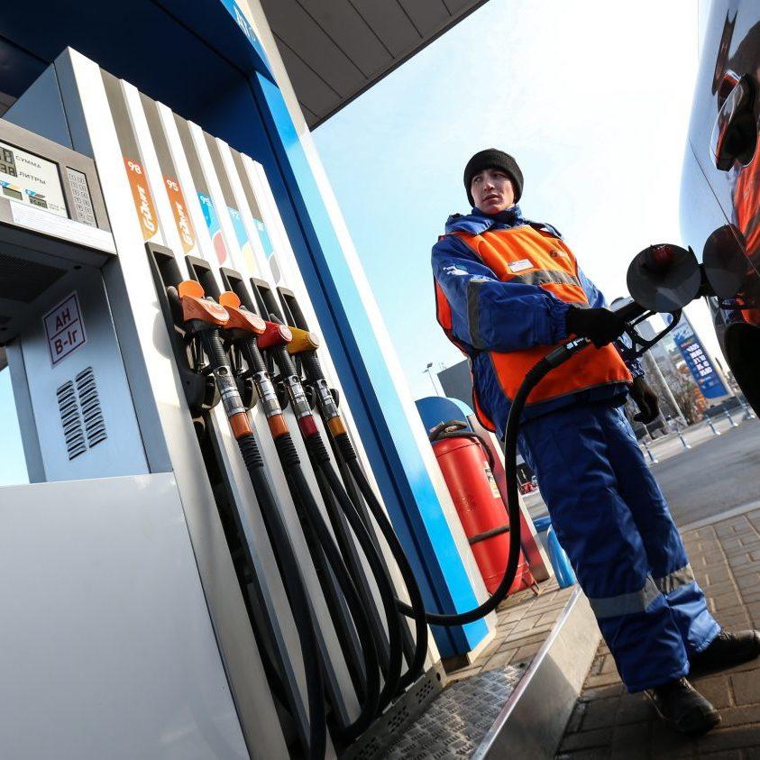 Ціни на бензин продовжують масово знижуватися