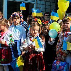 Кожен четвертий українець хотів би бачити своїх дітей у ЄС - опитування