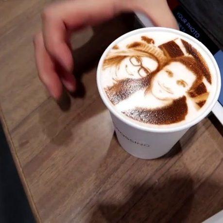 У Львові відкрилася кав'ярня, де друкують селфі на каві (фото)
