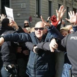 В Іспанії тисячі розлючених пенсіонерів заблокували вхід у парламент