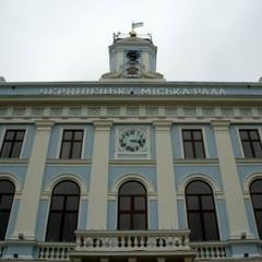 Міськрада Чернівців зобов'язала використовувати українську мову в усіх сферах обслуговування