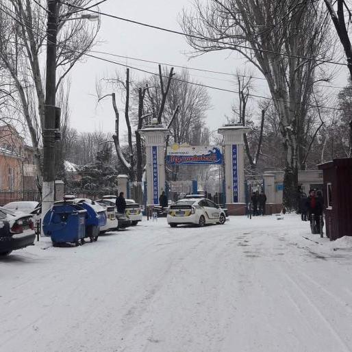 Кілька десятків людей захопили санаторій у центрі Одеси