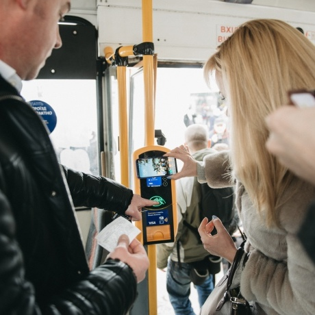 Тернопіль запустив безготівкову оплату в громадському транспорті
