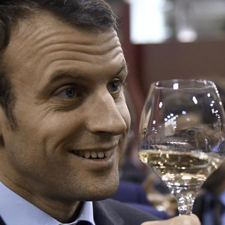 П'ю двічі на день: президент Франції не проти реклами вина