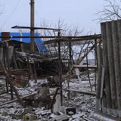 Після обстрілу в Луганському немає світла, пошкоджено будинки (фото)