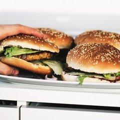 Чого не варто їсти, щоб не зіпсувати собі настрій