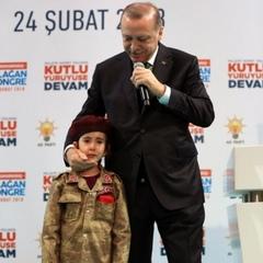 «Якщо вона загине, вони вкриють її прапором»: Ердоган розповів маленькій дівчинці про честь загинути в бою