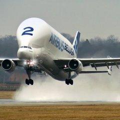 В Німеччині літак Airbus Beluga загорівся у повітрі