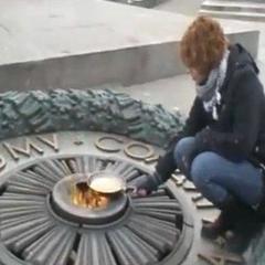 ЄСПЛ зобов'язав Україну виплатити 4 тисячі євро дівчині, яка смажила яєчню на вічному вогні