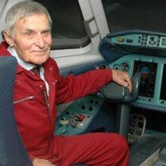 Помер легендарний український льотчик Юрій Курлін