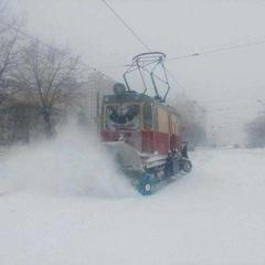 Негода в Україні: десятки сіл залишилися без світла, дороги перекриті (фото)